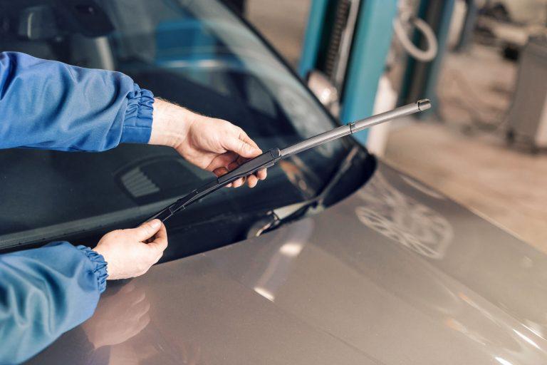 safe driver dubai change-windshield-wiper-blades